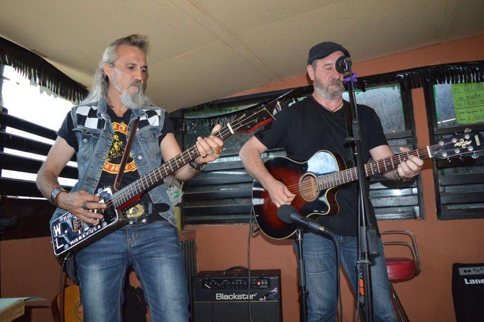 2º aniversario-bar-juventut-aserradero-guitarras