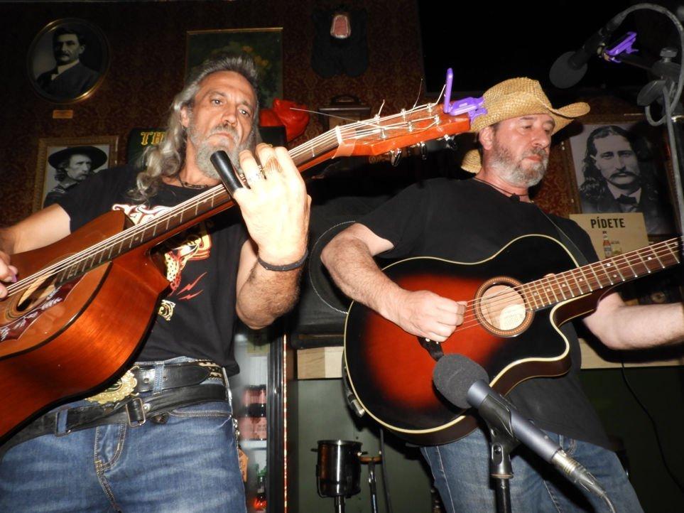 barba-rossa-aserradero-guitar-flipaos